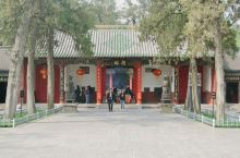 """关林庙,埋葬三国时蜀将关羽首级之地,为海内外三大关庙之一,千百座关庙中独称""""林"""",是中国唯一的冢、庙"""