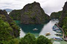 *最美海岛之一* *凯央根湖为一湖水比海水略淡的咸水湖,水质相当清澈,被评为「全菲国最干净的湖泊」,