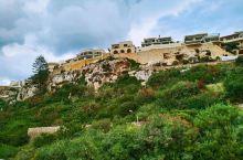 戈佐岛(Gozo)拉丁语作Gaulus,马尔他语称奥代什岛(Ghaudex或Ghaudesh)。马耳