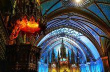 加拿大蒙特利尔圣母大教堂,位于老城的中心。 虽然,从蒙城的世贸易中心到老城,只有数步之遥, 却感觉到