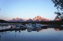 大提顿国家公园的清晨 大提顿国家公园:位于美国怀俄明州西北部壮观的冰川山区,1929 年建立,占地1
