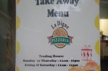 这家餐厅是普拉兰岛上的一座分有名的网红餐厅。价格非常的便宜,但是味道却相当的不错。这里的鸡腿和薯条外