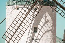 堂吉诃德的风车战场 孔苏埃格拉 提到风车,很多人第一想到可能是荷兰或是希腊的风车,其实在西班牙有这样