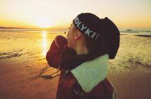 """厦门必做的事之""""邂逅一场美丽的日出"""" 一月的厦门有些冷,但我却邂逅了一场温暖的日出,看到太阳一点点从"""