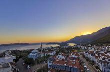 卡什绝对是土耳其最漂亮的海边小镇,沿着D400公路一直蜿蜒前行,看着海天一色,心情着实不错。住的民宿