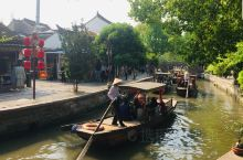 五一黄金周假期,趁着天气好,游人不多去了上海青浦的朱家角景区。 免费的朱家角古镇,现在17号线地铁基
