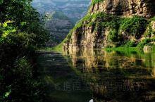 """汾河二库风景区的山,怪石嶙峋,奇峰突兀,有的像古佛沉睡,名曰""""睡佛山"""";有的像美女偃卧,称之""""美女峰"""