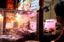 夜游上海朱家角,素有上海最美小镇之雅称。作为江南水乡小镇,入夜景色比起白天,更有别样韵味。吃货寻迹也