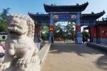 铁山公园是济宁市规模最大的公园,始建于1981年,1985年正式开放,占地580余亩。公园先后开辟了