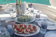 游艇上的午餐