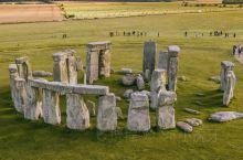 神秘而迷人的巨石阵,是英国最具标志性的古代遗址。在过去的5000年里,无数的朝圣者、诗人和哲学家被它