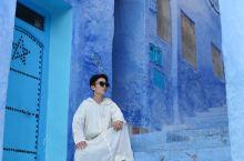 """摩洛哥的舍夫沙万被人们称作""""世界四大蓝色小镇""""之一。这座建于1471年的小山城,梦幻的得让人有一种不"""