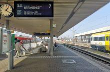 从法兰克福坐火车到到basel bb站后再换乘一趟火车去sbb站,其实两个站之间相隔有少许距离,所以