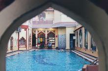 斋浦尔Jaipu选择的是传统建筑风格的Umaid Bhawan Hotel,虽然周边没什么特别的景色