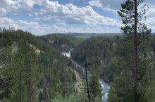 Artist point  这个观望点确实很震撼,可以看到黄石大瀑布奔腾而下,看到河水在峡谷里川流。