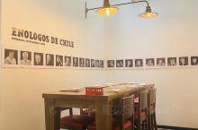 来智利不仅要车厘子自由,红酒也要自由! 当地有名的餐厅!藏酒很多~菜品也不错。 价格不低,有百分之1