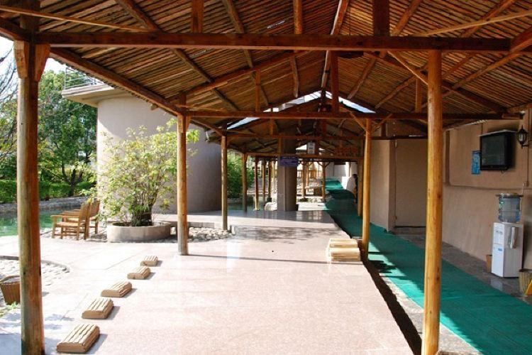 Longhua Mountain Hot Springs1