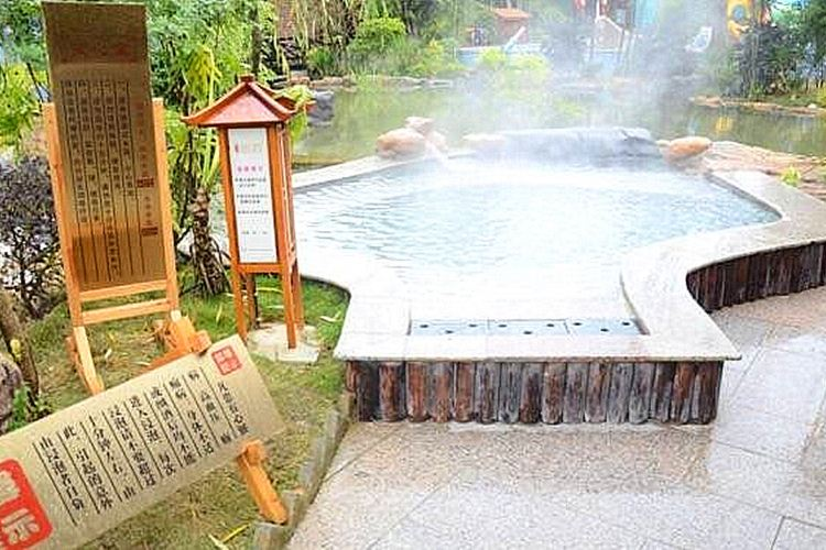 Fenghuang (Phoenix) River Hot Springs2