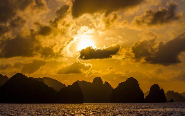 【冷耳猫出品】欢笑越南-找寻那已失落的下龙湾