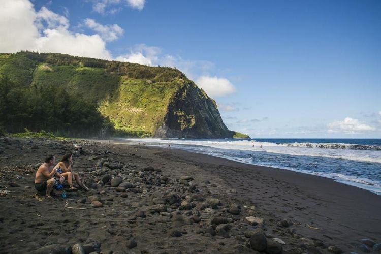 Punaluu Black Sand Beach1