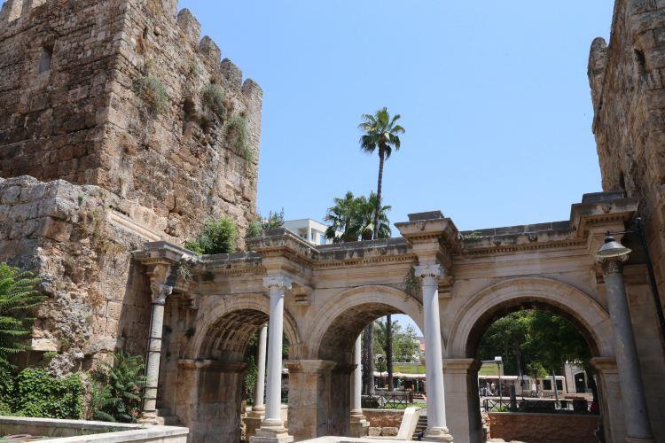 Hadrian's Gate2