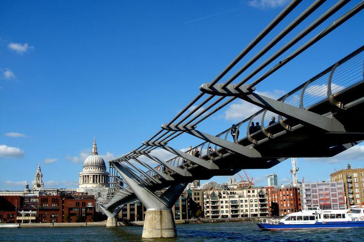 Millennium Bridge4