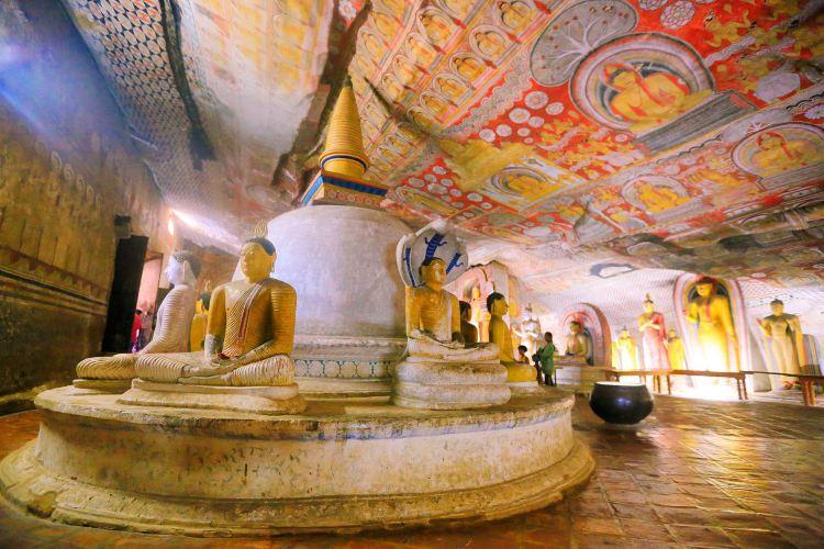 Dambulla Cave Temple3