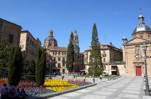 漫步萨拉曼卡1 萨拉曼卡大学  坐了快2个小时的高速火车来到了西班牙最古老的人文传统,丰富的历史艺术