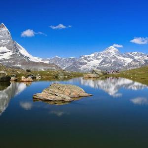 少女峰游记图文-【环游西欧   瑞士】一个人一台单反几座雪山——瑞士云中漫步
