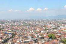 万隆自由行1 直到落地印尼了,我才意识到我去的地方是Bandung (万隆),地理知识贫乏, 没文化