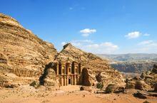 佩特拉两日徒步之旅 徒步佩特拉,穿过狭长的蛇道,与宏伟的卡兹尼神殿不期而遇;夜幕降临,在烛光中看精彩