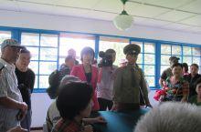 板门店谈判会场,以前是不让拍照人民军讲解的现场,现在可以了。那个导游一句一句翻译着军人的话,那中国话
