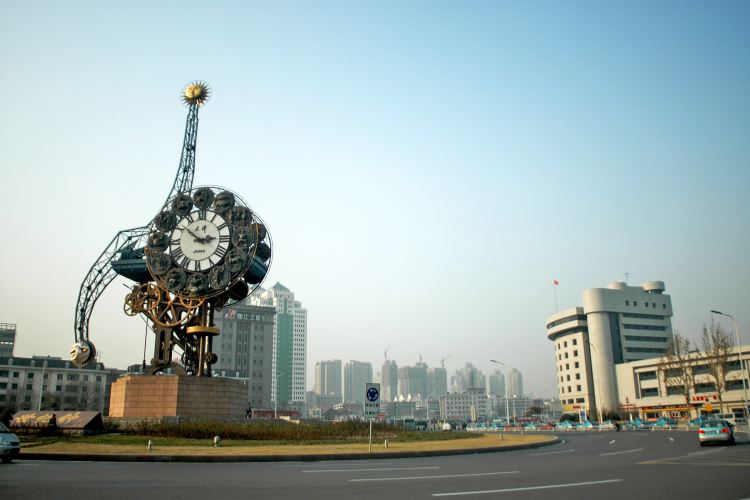 Century Clock Plaza4