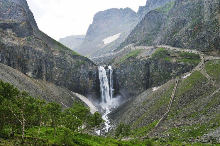 Changbai Waterfall1