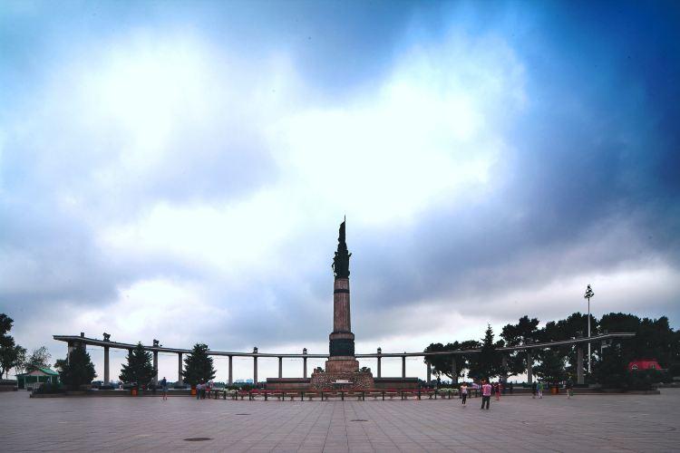 방홍(팡훙) 기념탑4