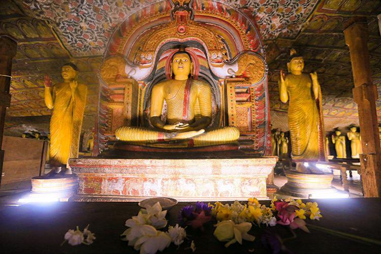 Dambulla Cave Temple1