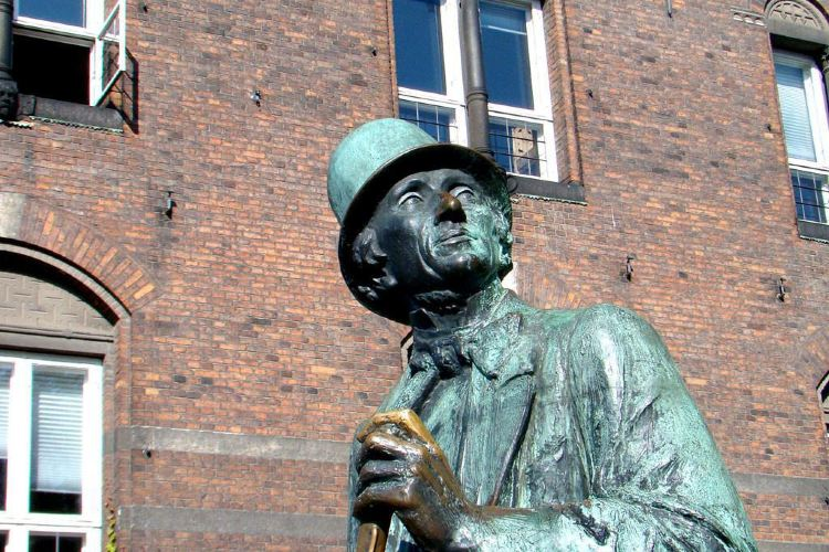 Statue of Hans Christian Andersen1