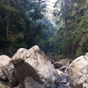 曼典瀑布旅游景点攻略图