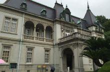 万翠庄,旧松山藩主的后代久松定謨的别墅,法式西洋建筑。昭和天皇曾经下榻过。地方没有多大,有时间的话可