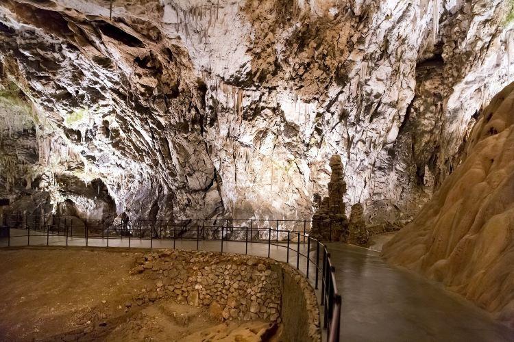 波斯托伊納溶洞2