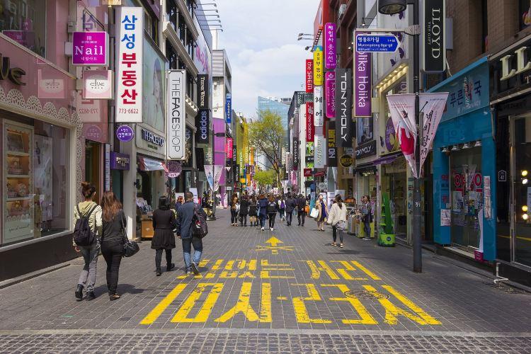 Myeong Dong1