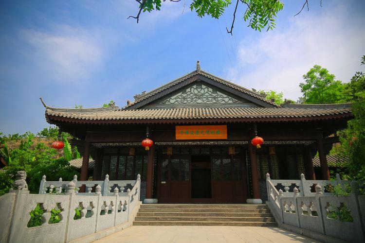 Qianfo (Thousand Buddha) Cliff3