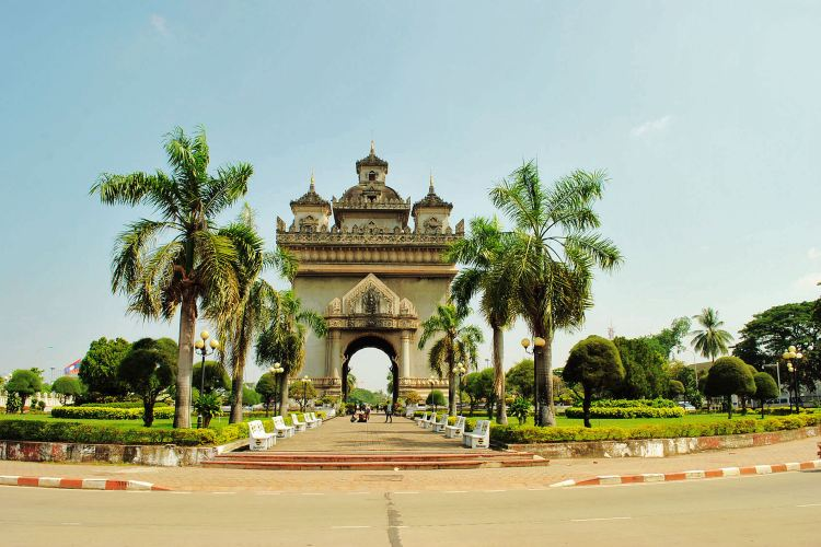 Patuxay Monument1