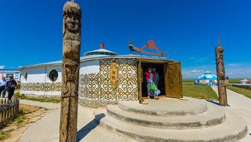 巴尔虎蒙古部落民俗旅游度假景区