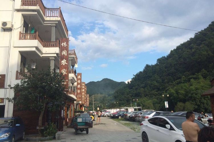 Luci Village