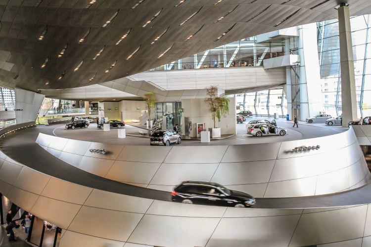 BMW World4