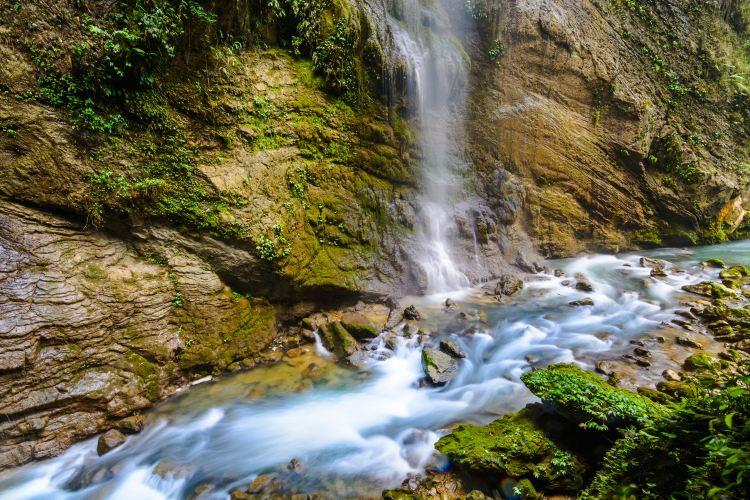 Gulongshan Canyons2