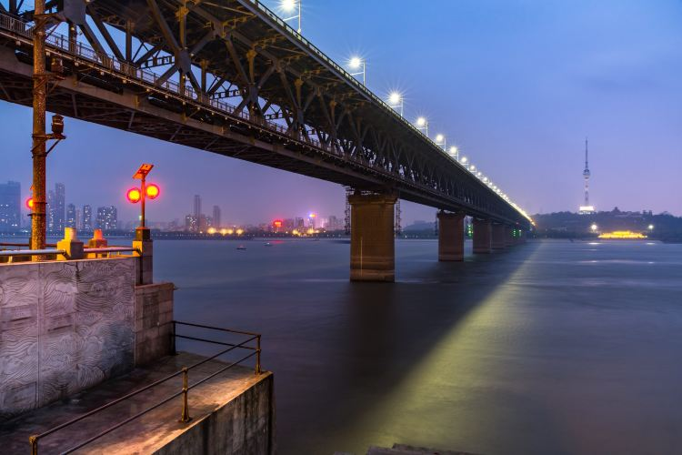 Wuhan Yangtze River Bridge3