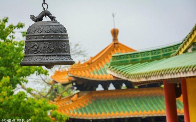 圭峰山祈福,聆听寺庙钟声。