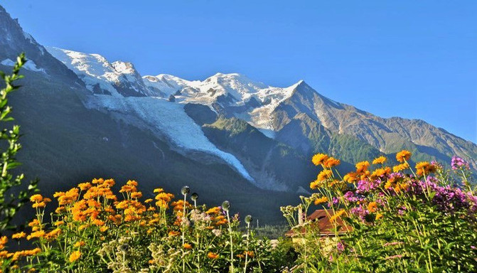 夏莫尼-勃朗峰:阿尔卑斯山最高峰下的法国美丽